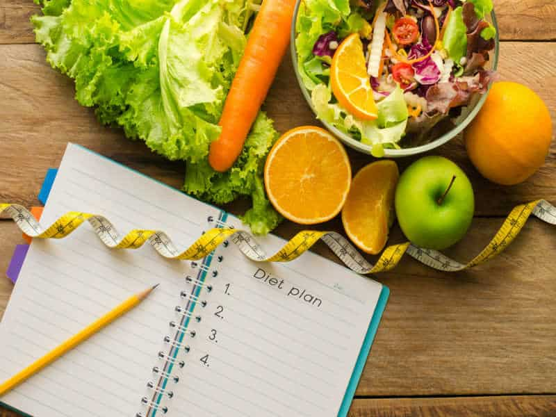 Following a diet plan and keeping a food journal help you to lose weight.